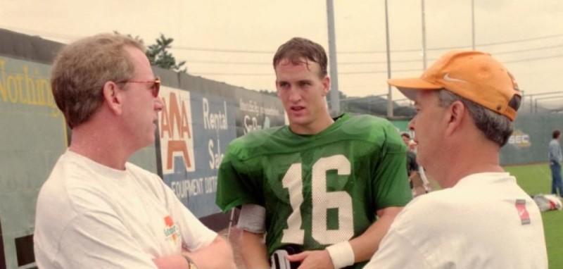 Archie Manning, Peyton Manning e David Cutcliffe.