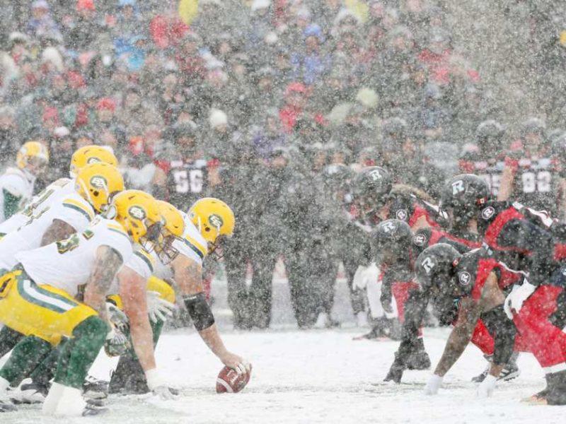 the-ottawa-redblacks-battle-in-the-snow-against-the-edmonton