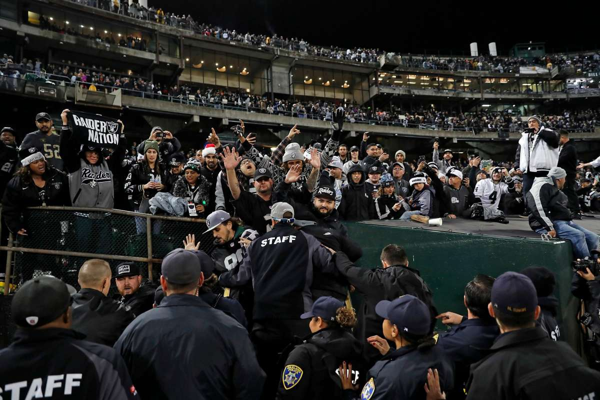 I Raiders rimangono ad Oakland