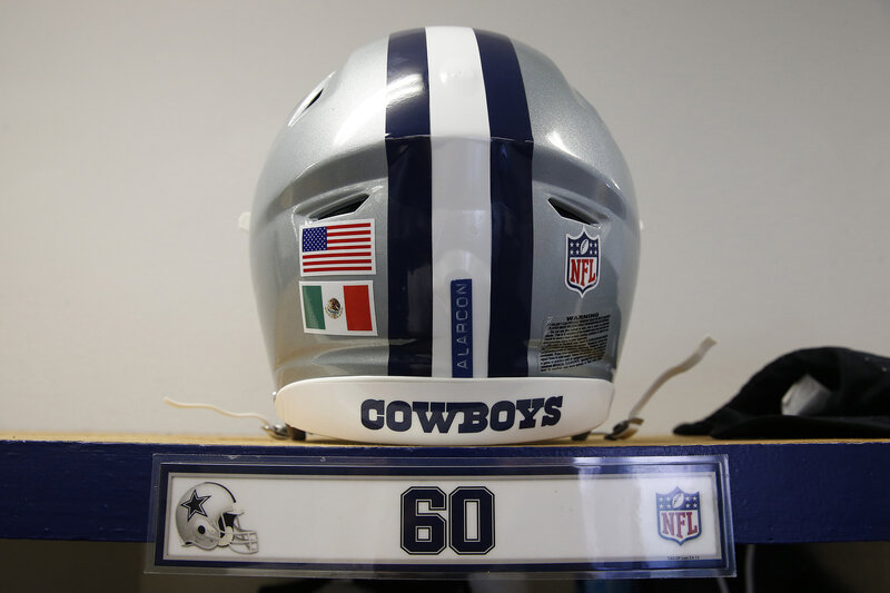 casco cowboys bandiera